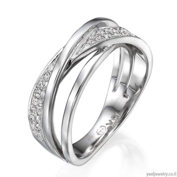 טבעת זהב לבן משובצת יהלומים