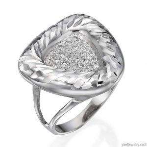 טבעת זהב לבן בעיצוב אישי משובצת יהלומים